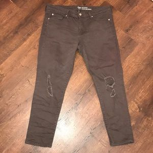 GAP Girlfriend Coupe Distressed Cropped Jeans
